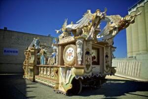 Il carro: immagine della festa